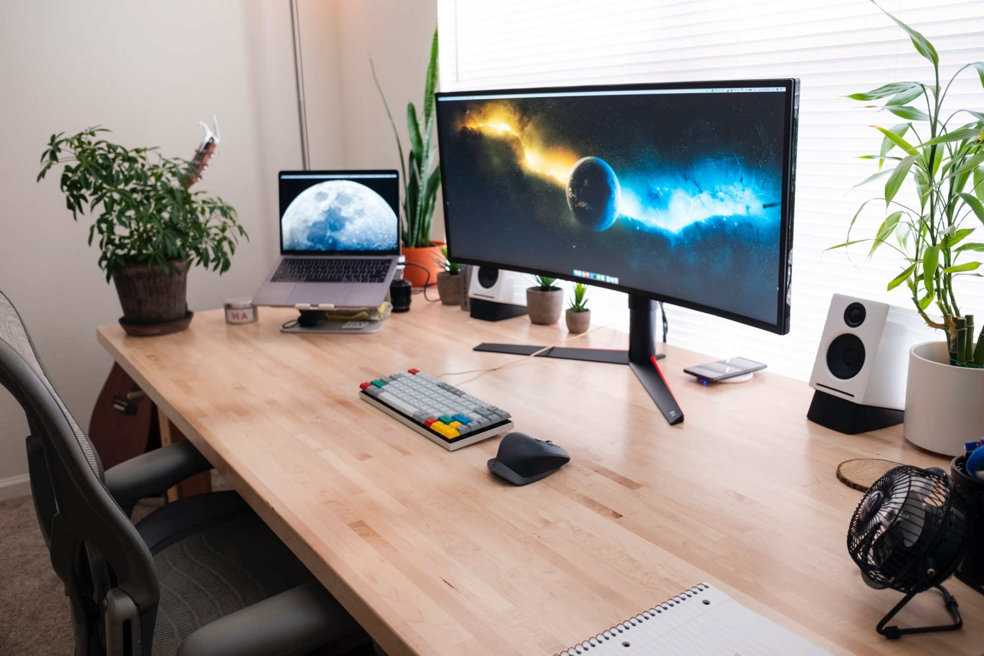 How to Create a Home Office in a Hurry [Gallery]